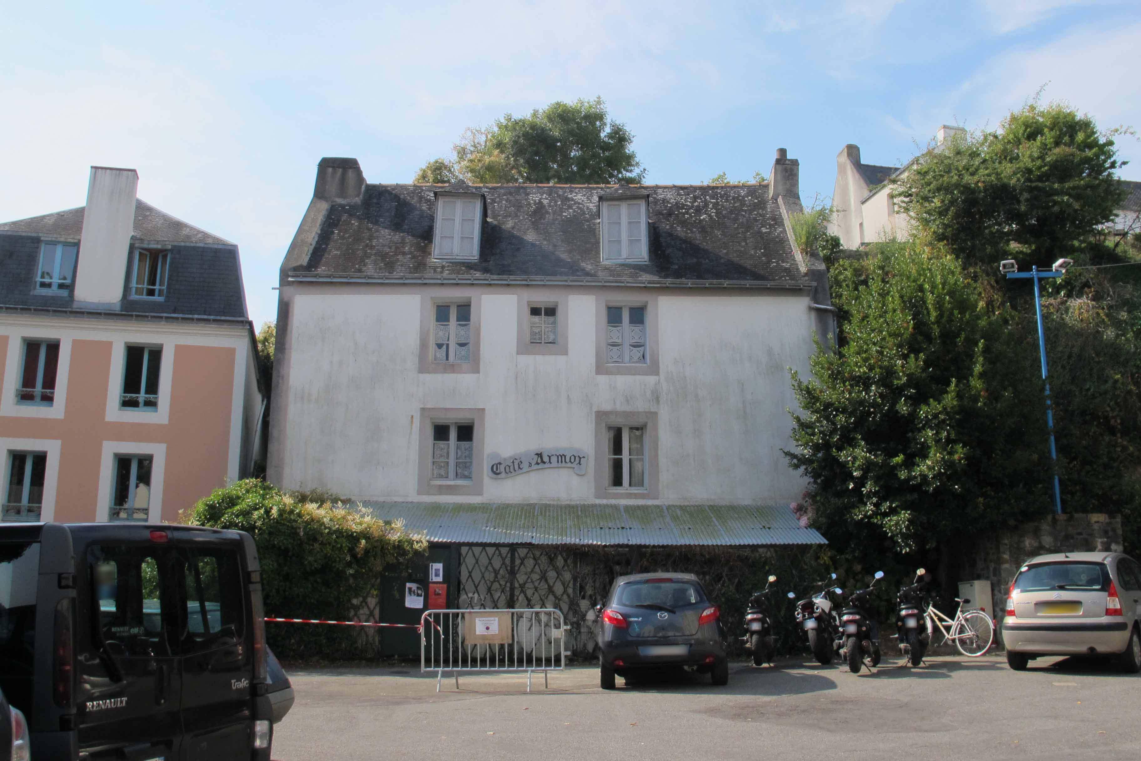 La façade du Café avant...