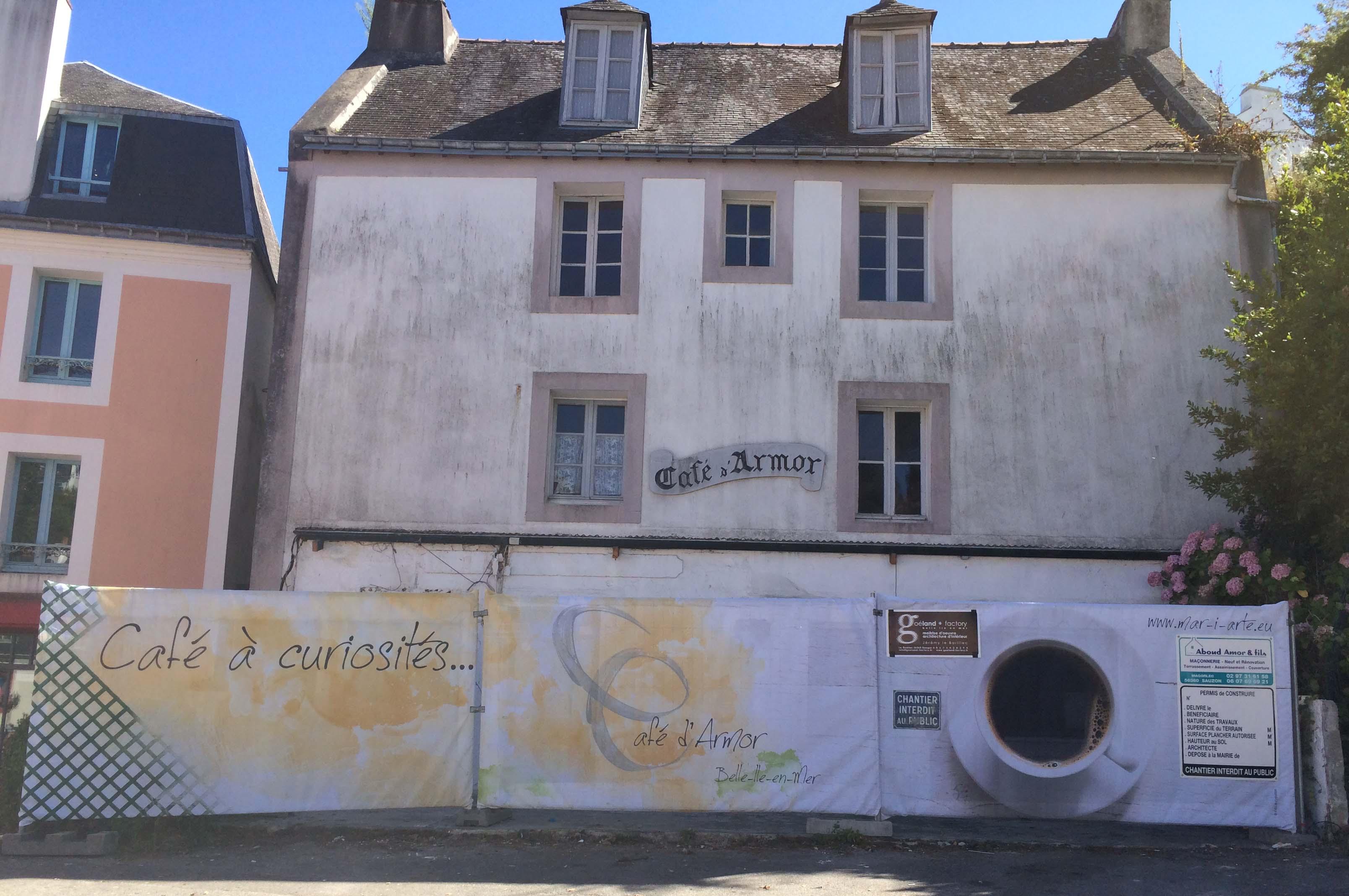 La façade du Café en travaux